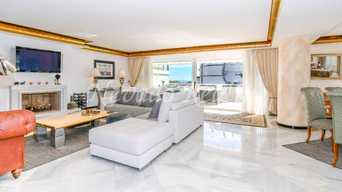 Apartment with sea views for sale just steps from the beach in Marbella
