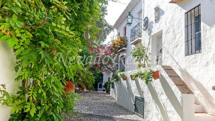 Cozy townhouse for sale in beautiful Andalusian urbanization in Marbella
