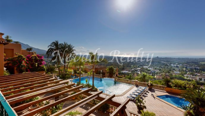 Spectacular duplex penthouse with sea views in Los Belvederes