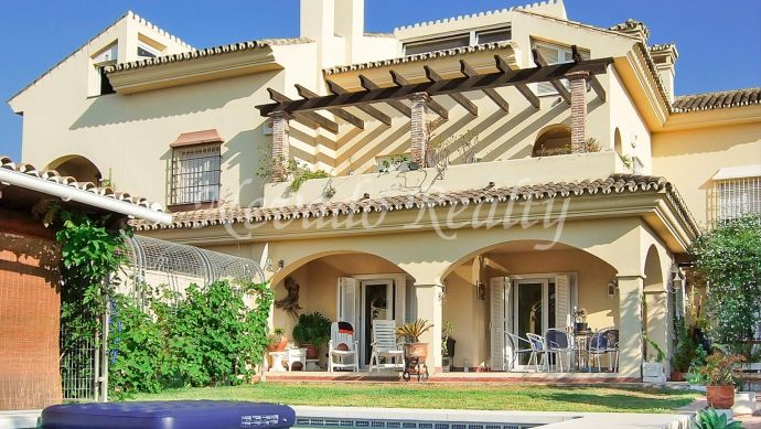 Opportunity!!! Semi-detached house for sale in Huerta Belón Marbella Centre