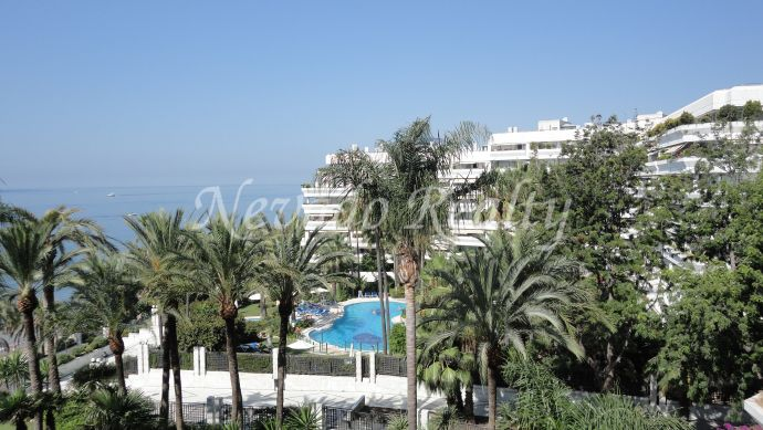 Front line beach apartment for sale in Marbella centre with sea views