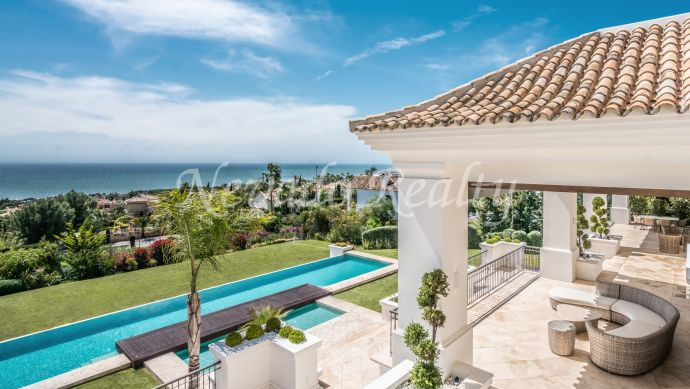 Impressive luxury villa for sale in the best area in Marbella Golden Mile