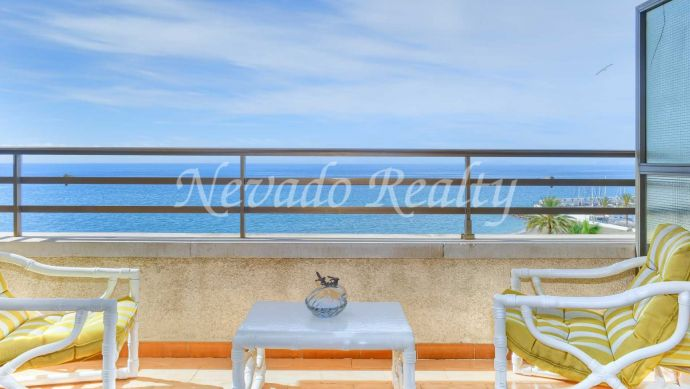 Apartment in Marbella centre with frontal views of the sea on the beachfront
