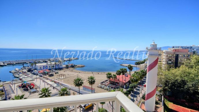 Frontline beach apartment with stunning views next to the Puerto Deportivo de Marbella