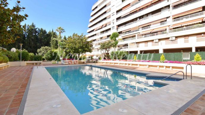Ample beachside apartment in Marbella Center