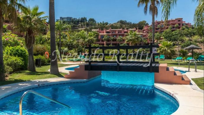 Penthouse for sale with panoramic views in El Soto de Marbella