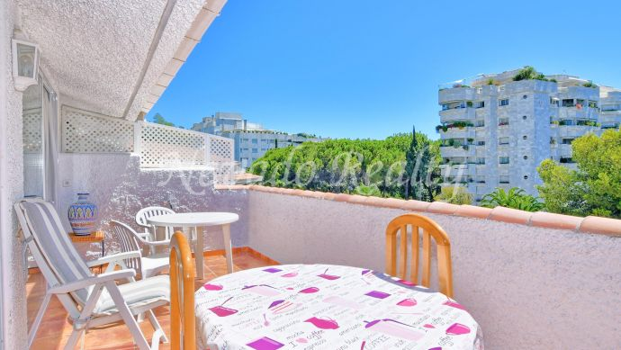 Beachside penthouse for sale close to the beach and the Paseo Marítimo de Marbella