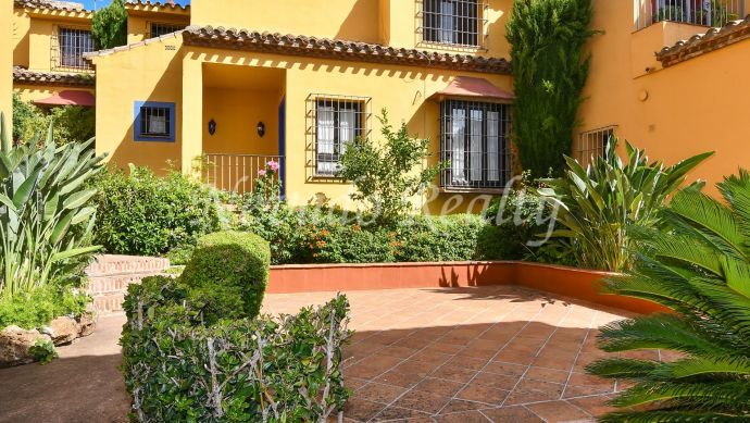Townhouse for sale in Los Patios, Valdeolletas