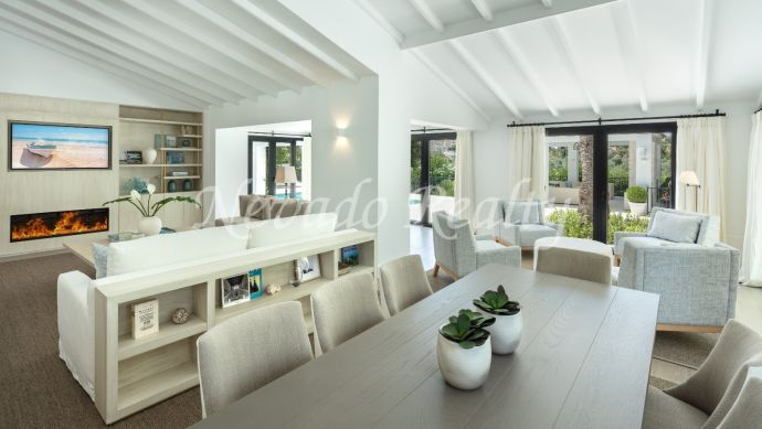 Villa for sale on the first line of golf in Las Brisas