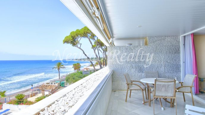 Frontline beach apartment for sale in Marina Mariola