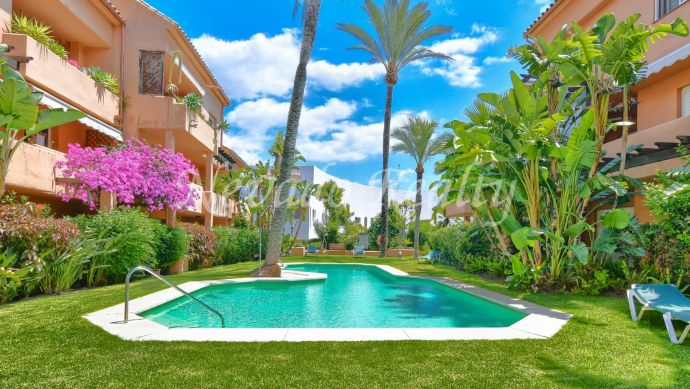 Spacious apartment for sale on the exclusive Marbella Golden Mile
