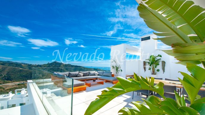 Brand new penthouse with panoramic sea and mountain views