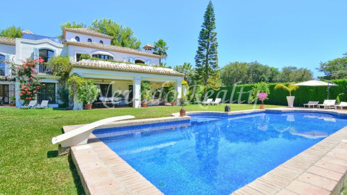 Villa for sale in the heart of the Golden Mile