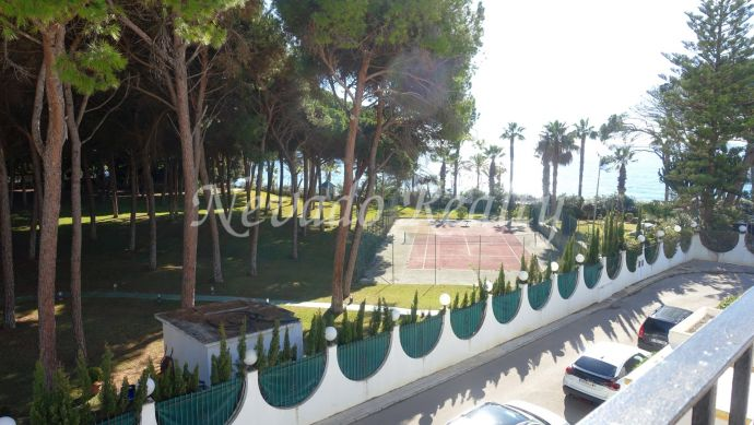 Townhouse for long term rental on first line beach in Marbella