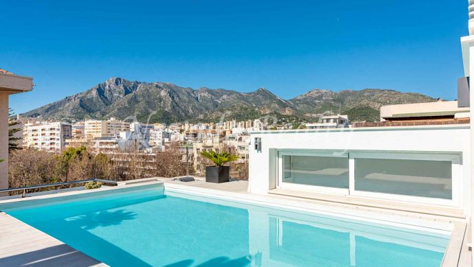 Penthouse with solarium and private pool in Marbella Center