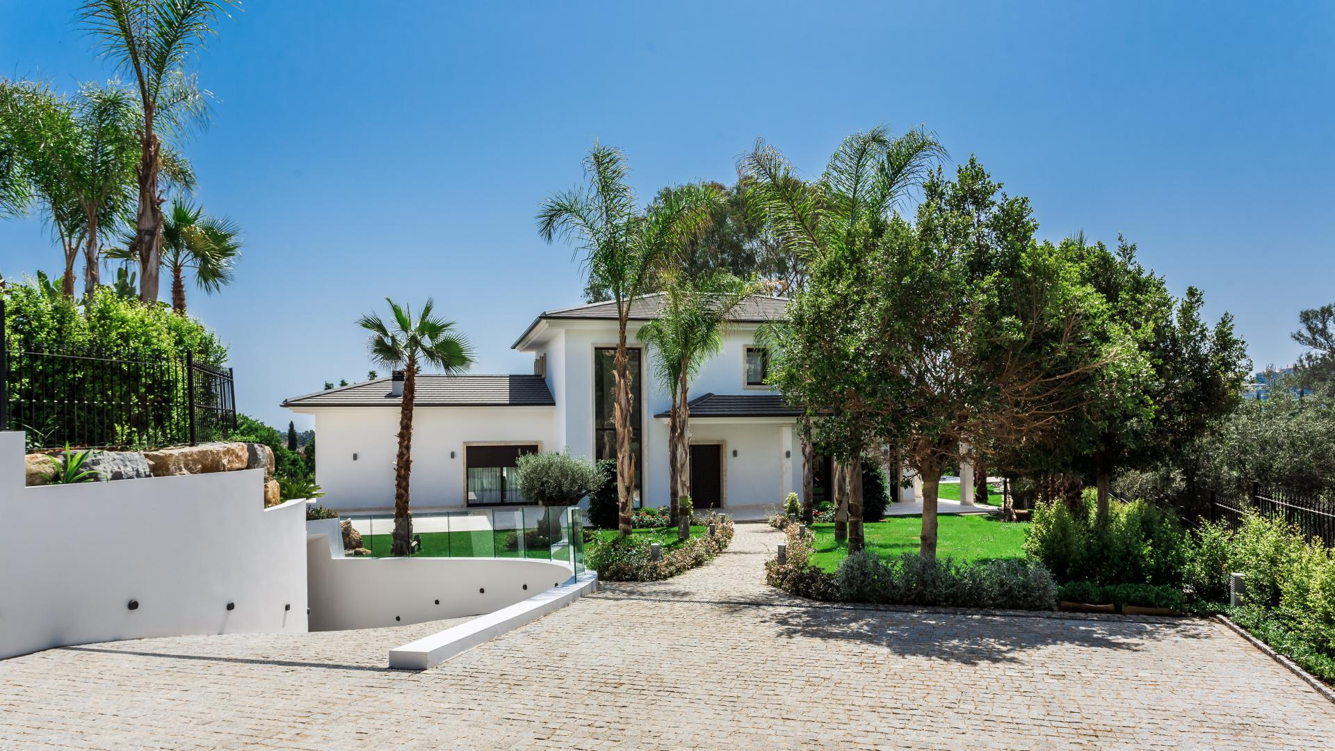 Villa for Sale in Los Naranjos, Nueva Andalucia
