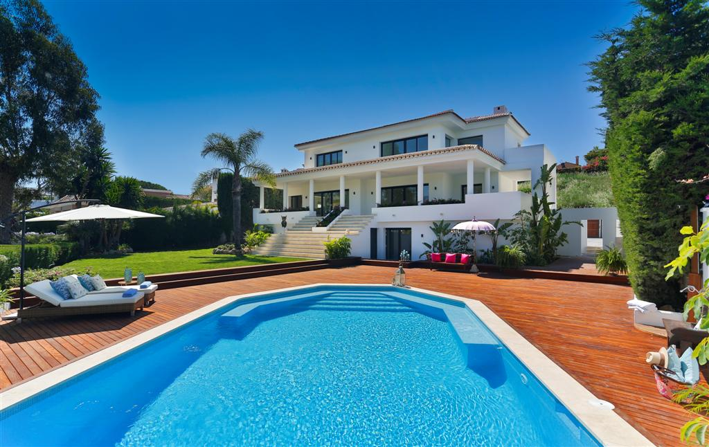 Villa for Sale in Los Naranjos Country Club, Nueva Andalucia