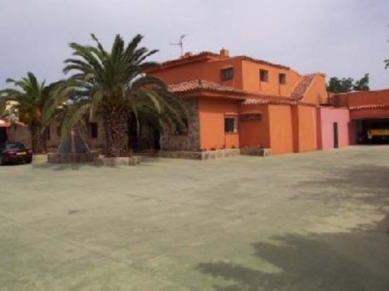 Villa for Sale in El Paraiso Barronal, Estepona