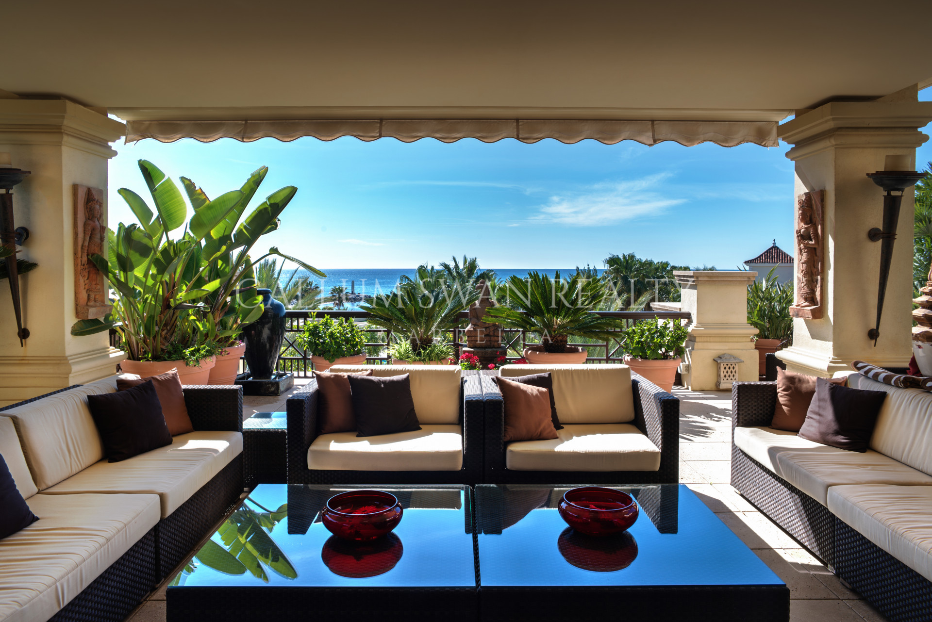 Laguna de Banus frontline beach penthouse