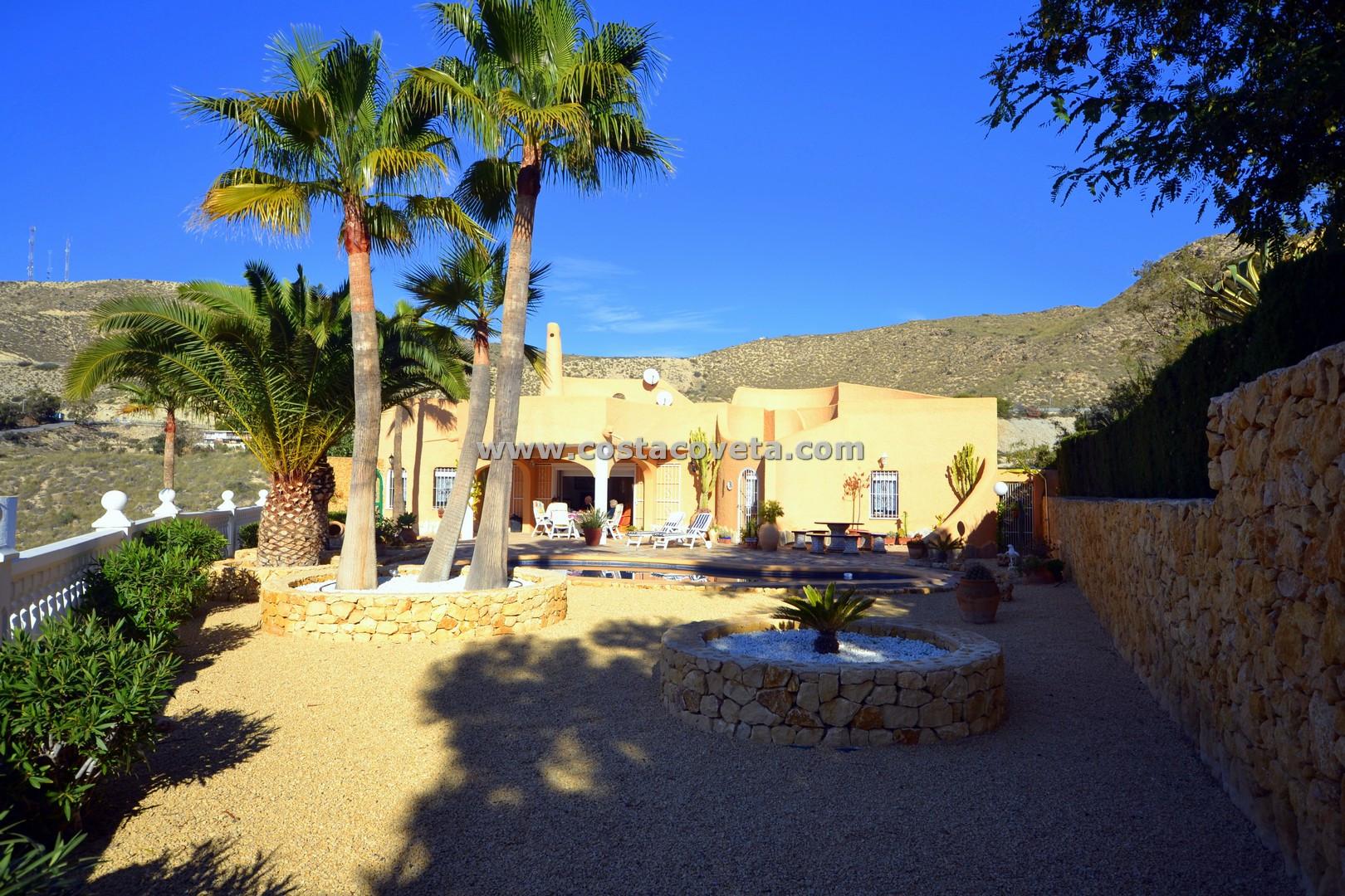 Wonderful detached villa with pool at la Coveta Fuma