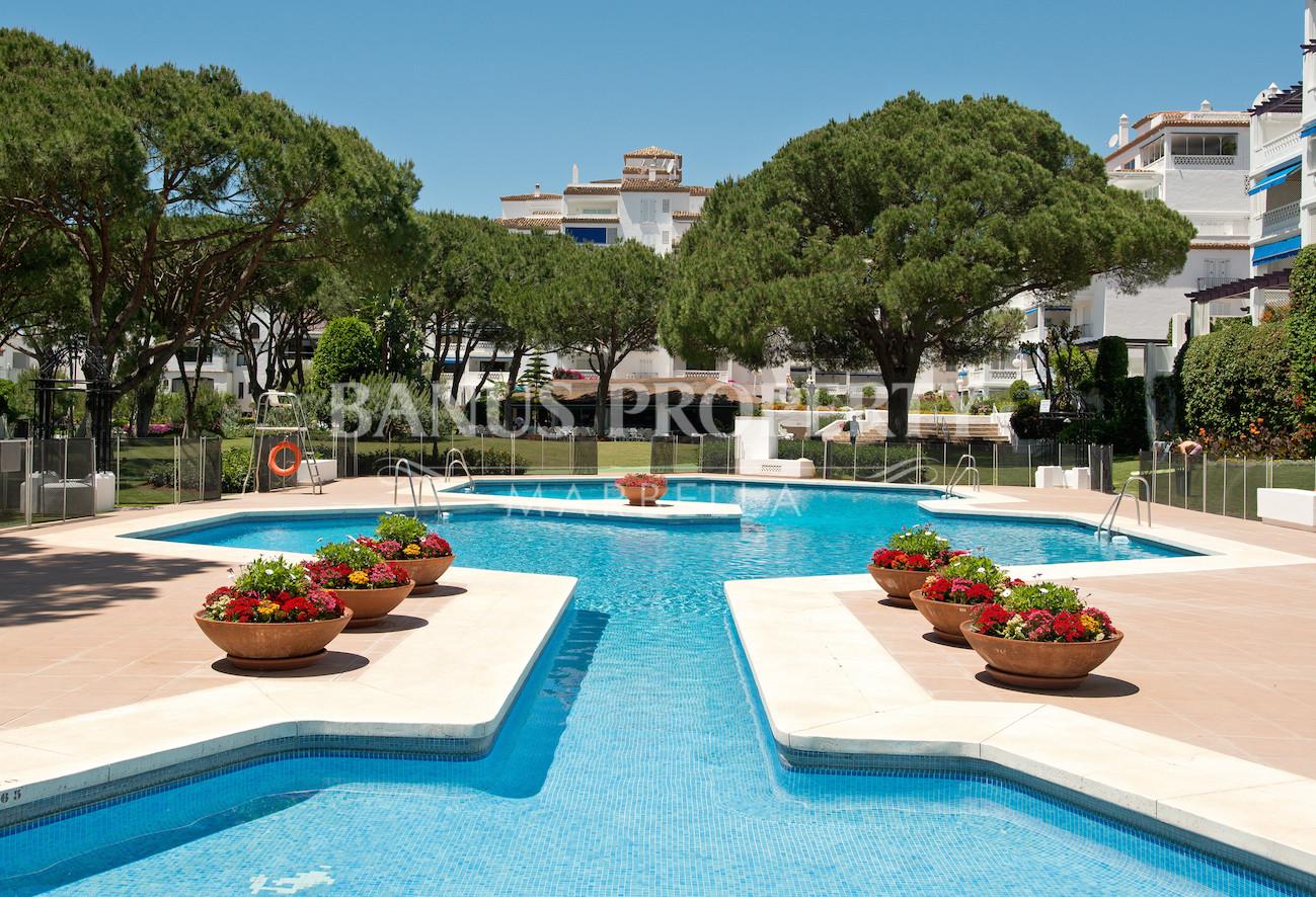 2 bedroom beachfront penthouse for sale in Casas Cadiz Playas del Duque