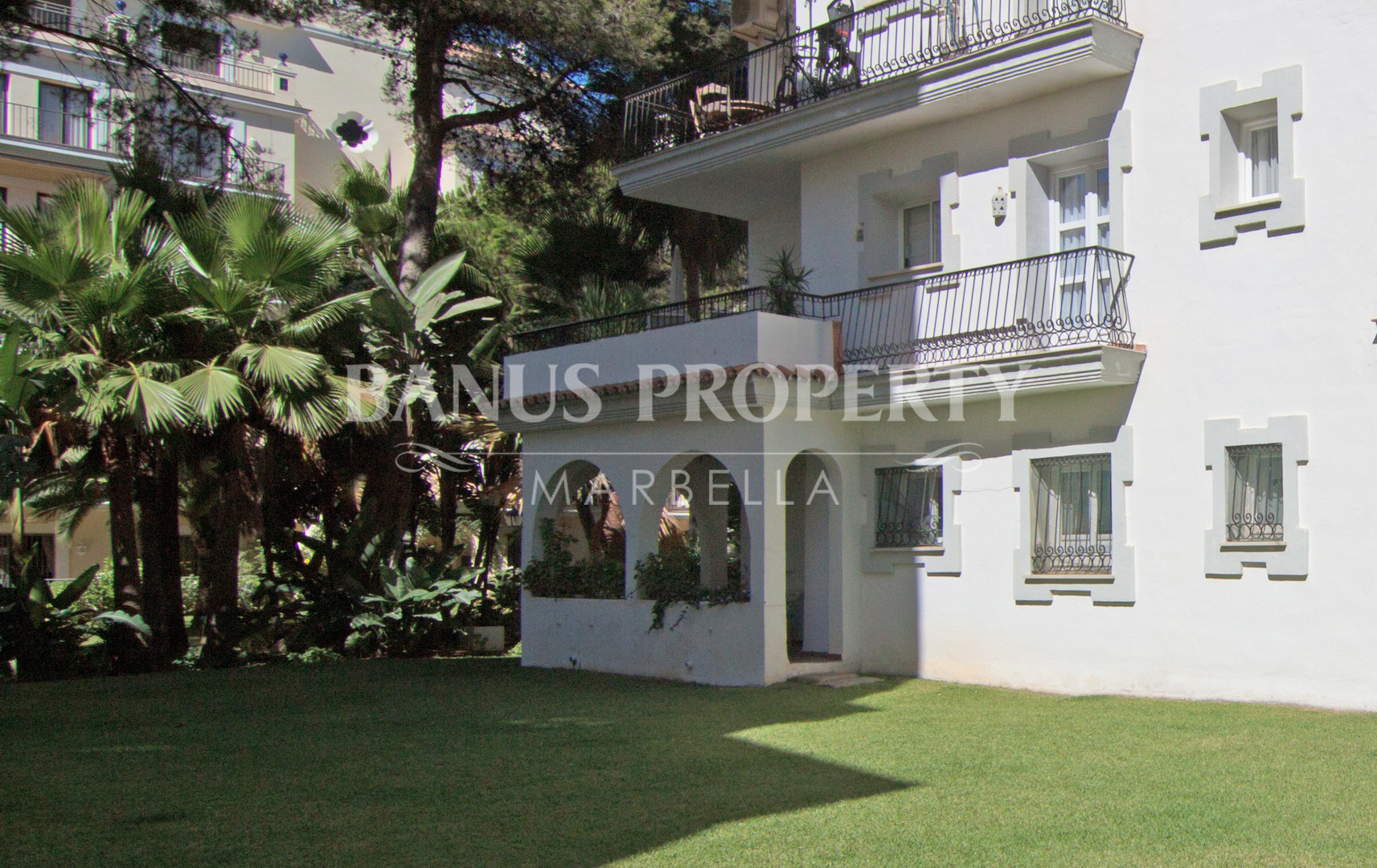 3 bedroom ground floor apartment for sale by the beach in Andalucia del Mar