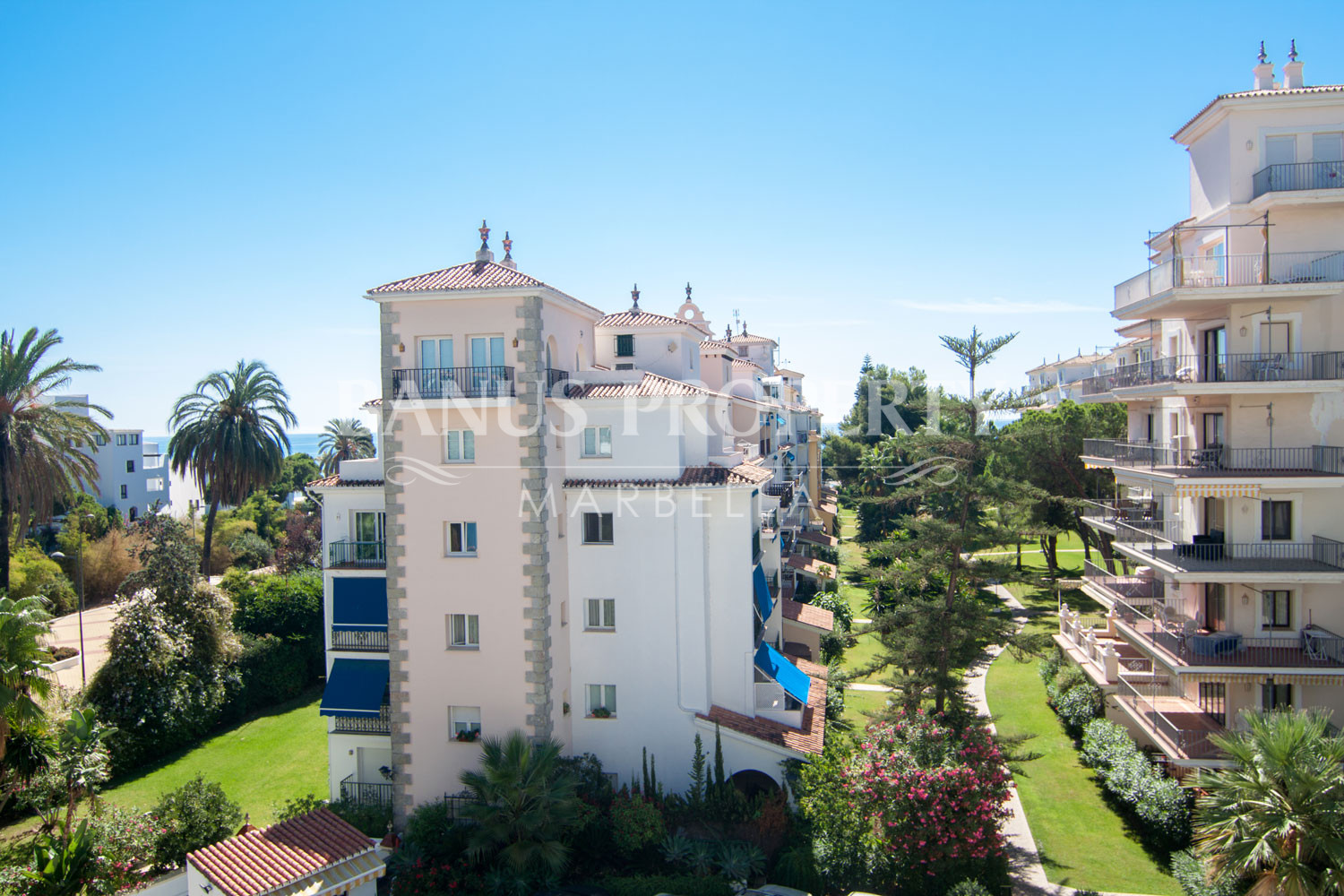 Renovated two bedroom apartment on the third floor with partial sea views in Medina Garden, Puerto Banús