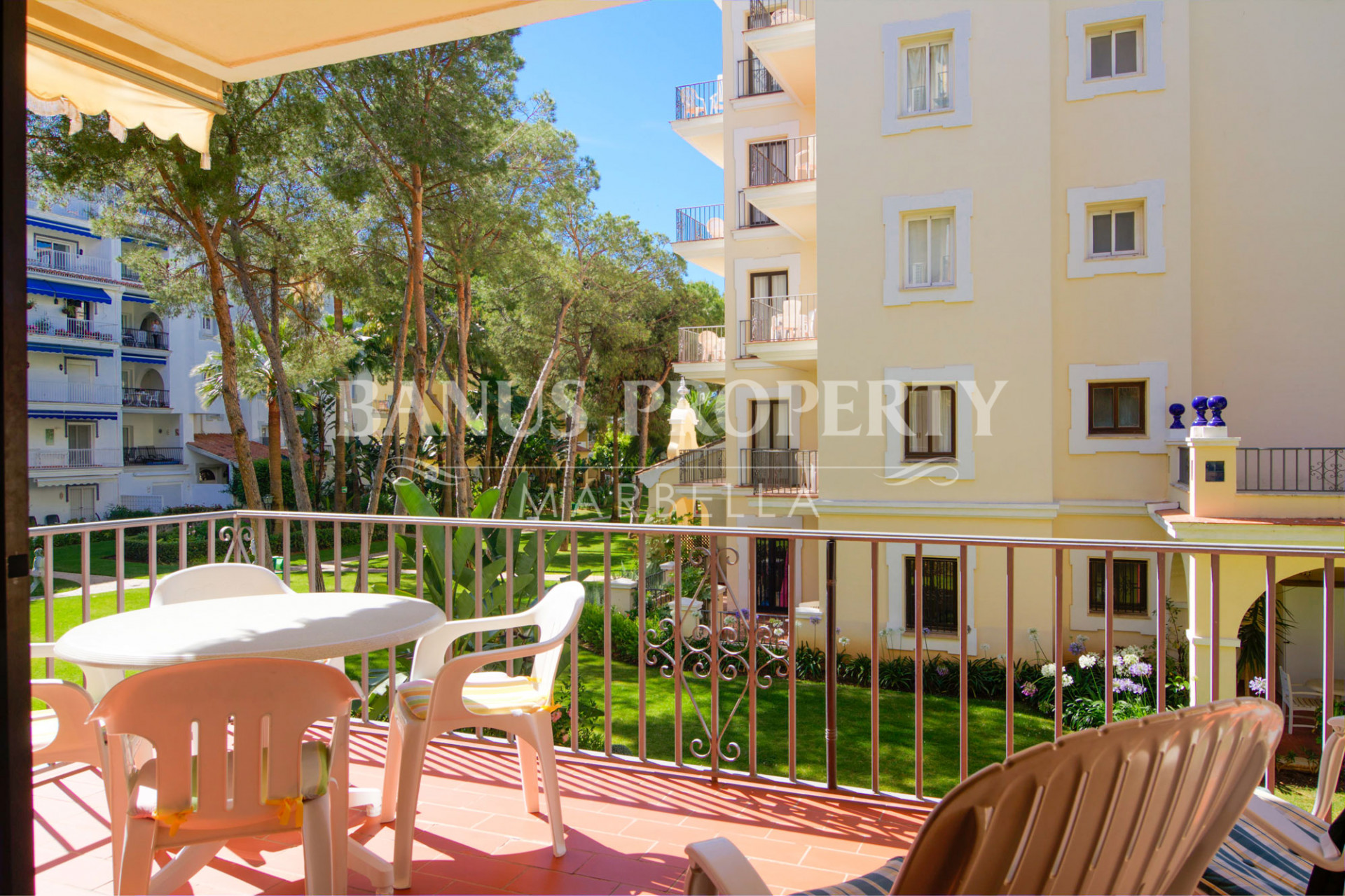 Enticing two bedroom first floor apartment for sale in Andalucía del Mar, Puerto Banús