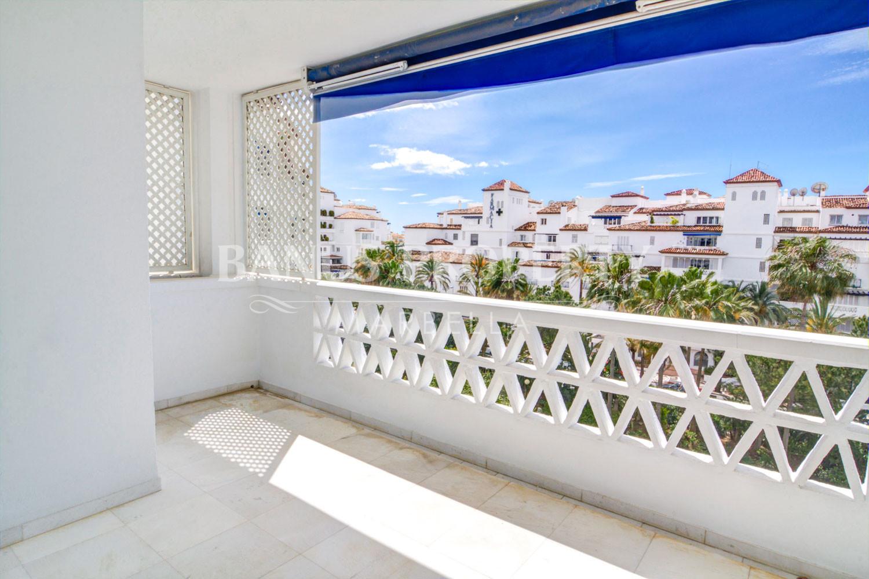 2 bedroom 3rd floor south facing apartment for sale in Las Gaviotas, Puerto Banús