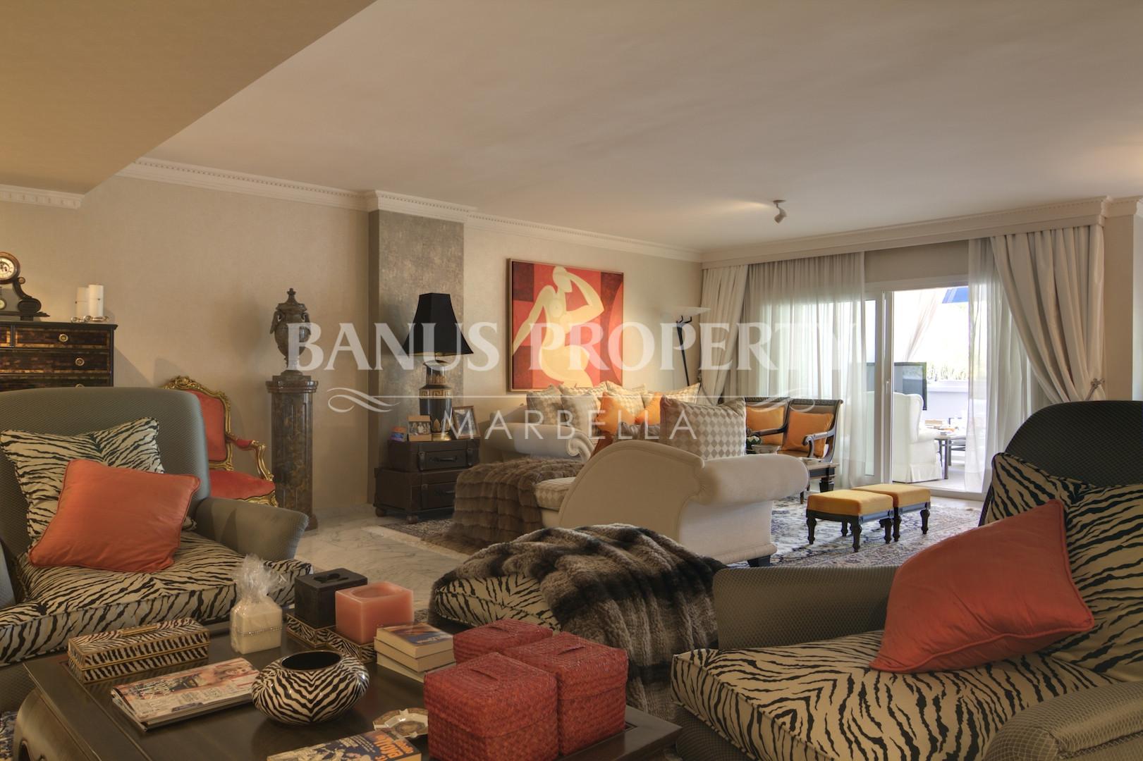 Large 3 bed 1st floor apartment for sale in Edificio Malaga, Playas del Duque, Puerto Banus