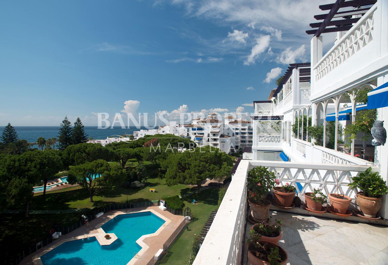 Three-bedroom first floor south-facing apartment for sale in Edificio Sevilla, Playas del Duque, Puerto Banús