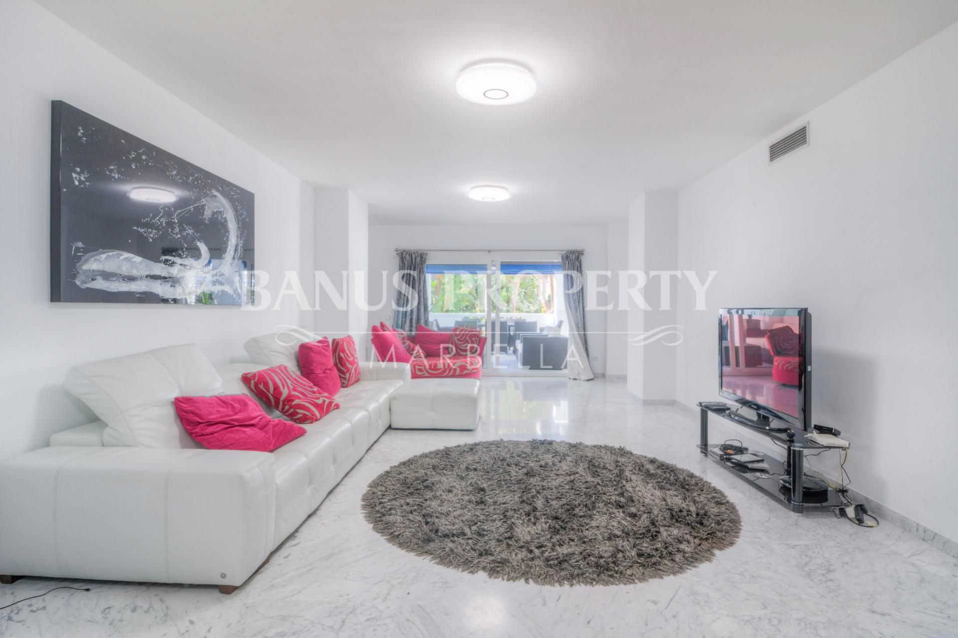 Large attractive three-bedroom ground floor apartment for sale in Edificio Malaga, Playas del Duque, Puerto Banus