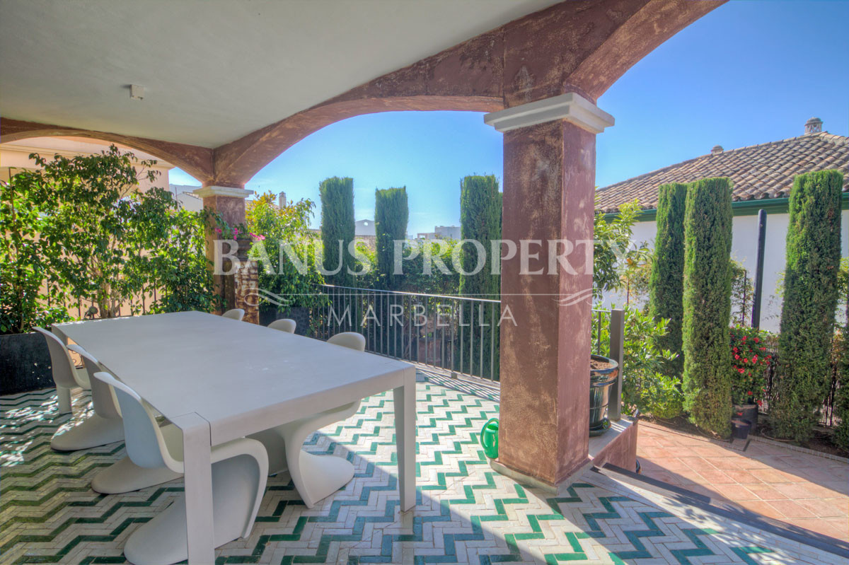 Substantial luxury ten-bedroom townhouse with panoramic views to the sea for sale on Marbella's Golden Mile