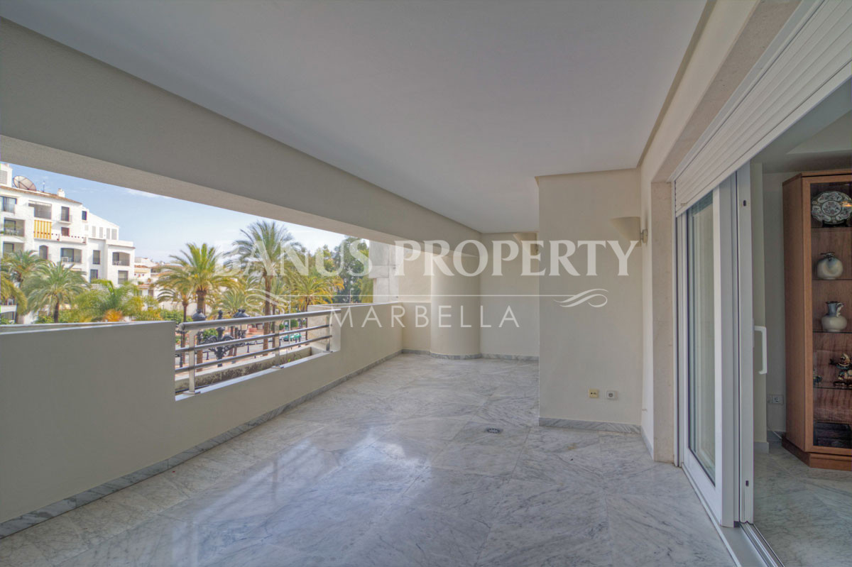 Elevated two-bedroom ground floor apartment for sale in Edificio Malaga, Playas del Duque, Puerto Banús