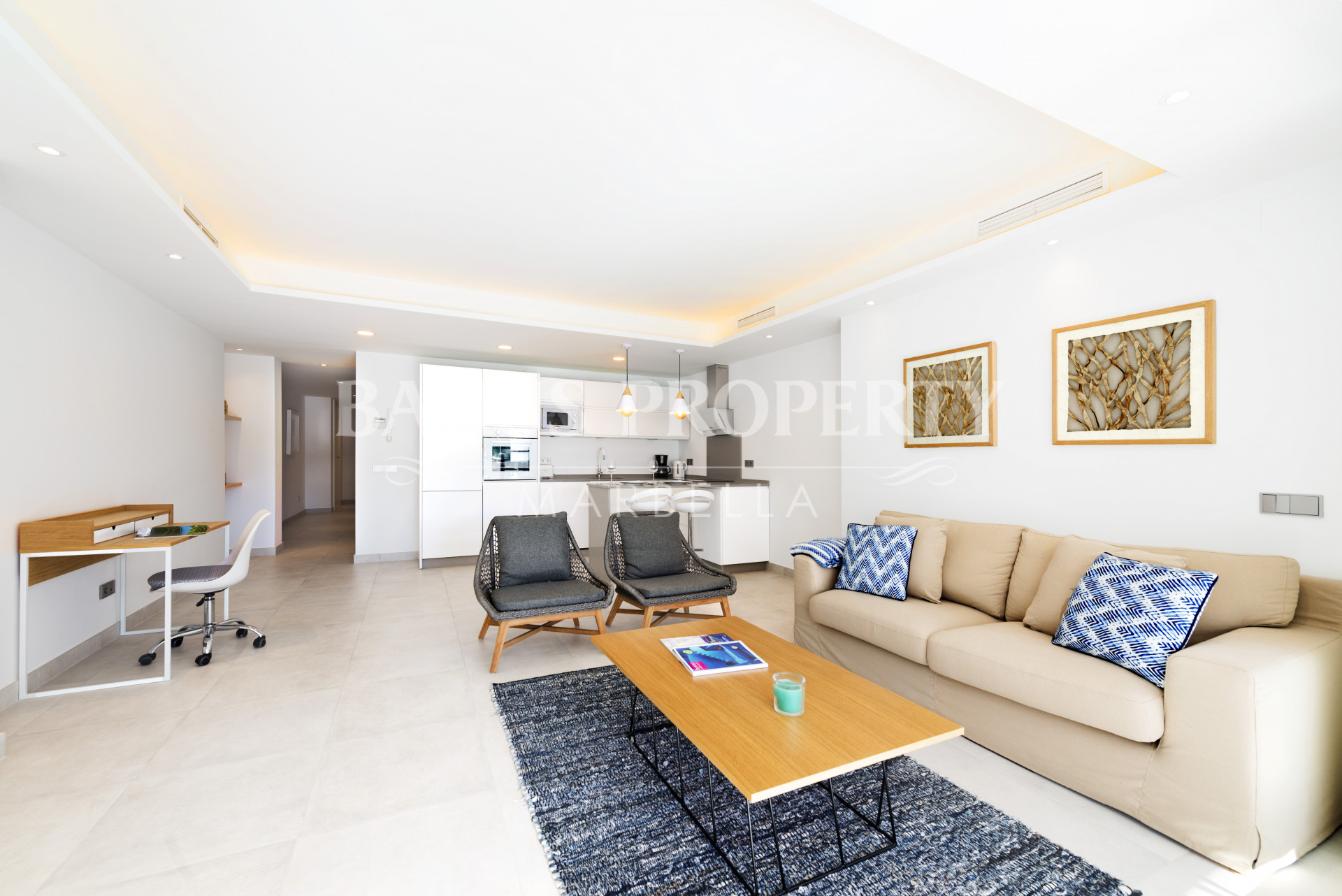 Modern 2 bedroom apartment, with sea views, in the first-line of beach complex Playas del Duque - Puerto Banús