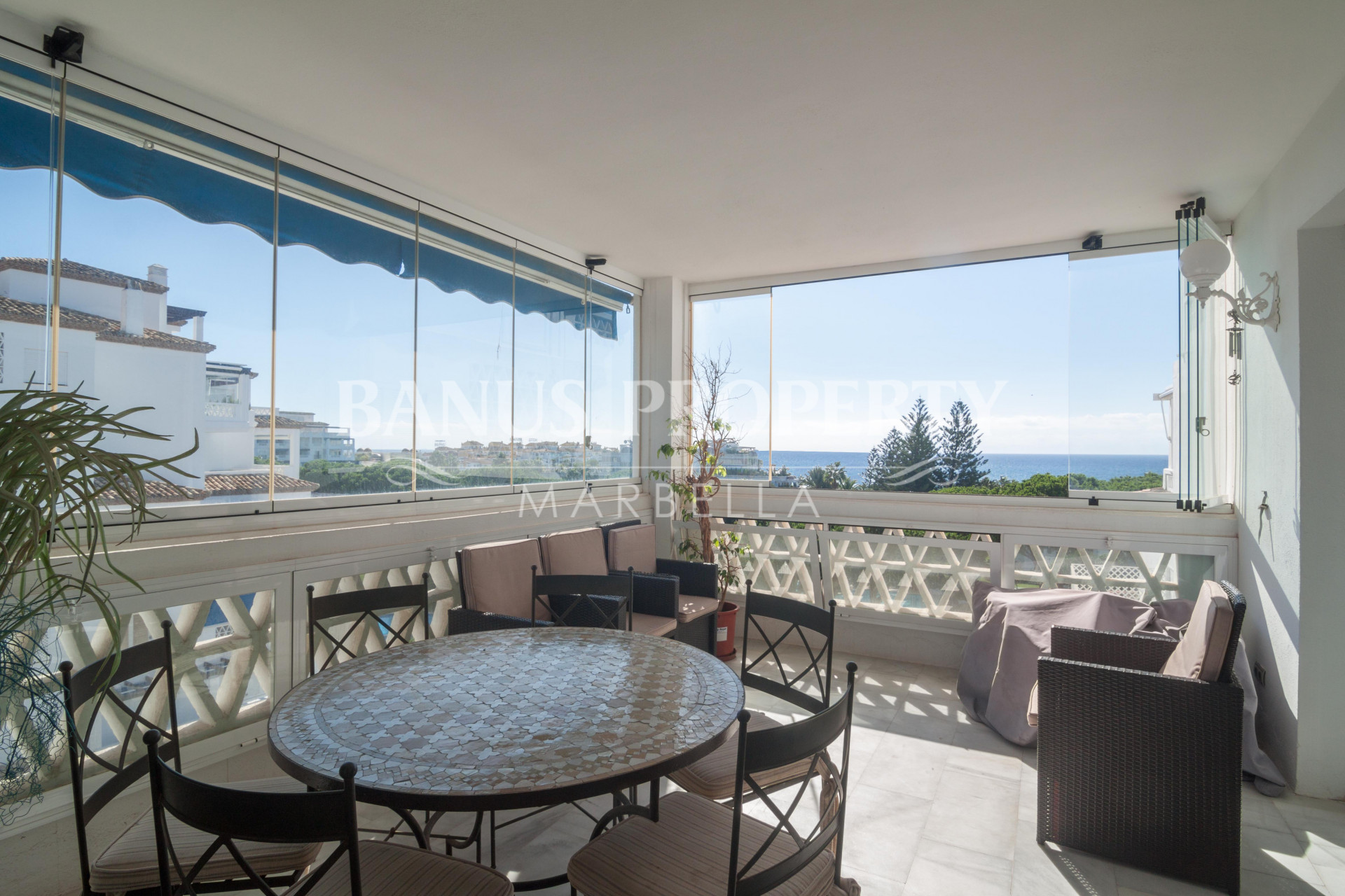 Large three-bedroom fifth floor apartment with gorgeous sea views for sale in Casa Granada, Playas del Duque, Puerto Banús