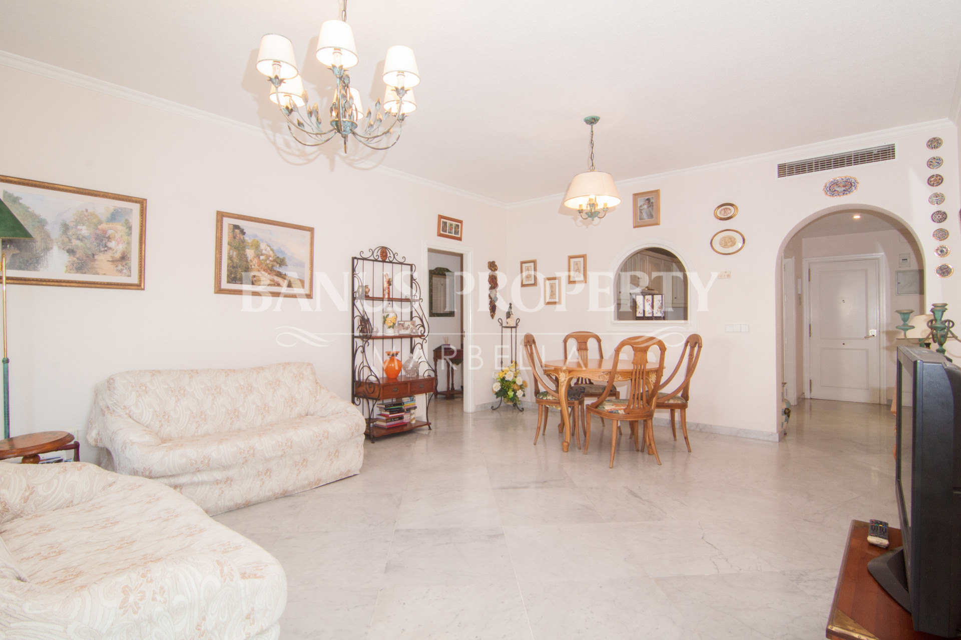 Two-bedroom, third floor apartment for sale in Edificio Sevilla, Playas del Duque, Puerto Banús