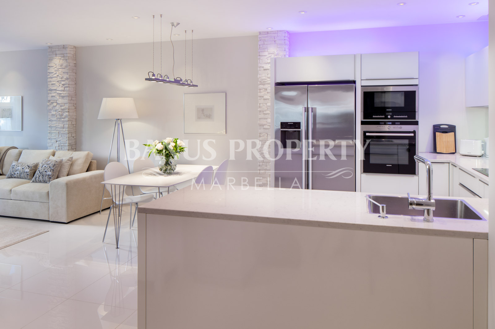 Contemporary 1 bedroom south-east facing apartment for rent in Andalucia del Mar, Puerto Banus