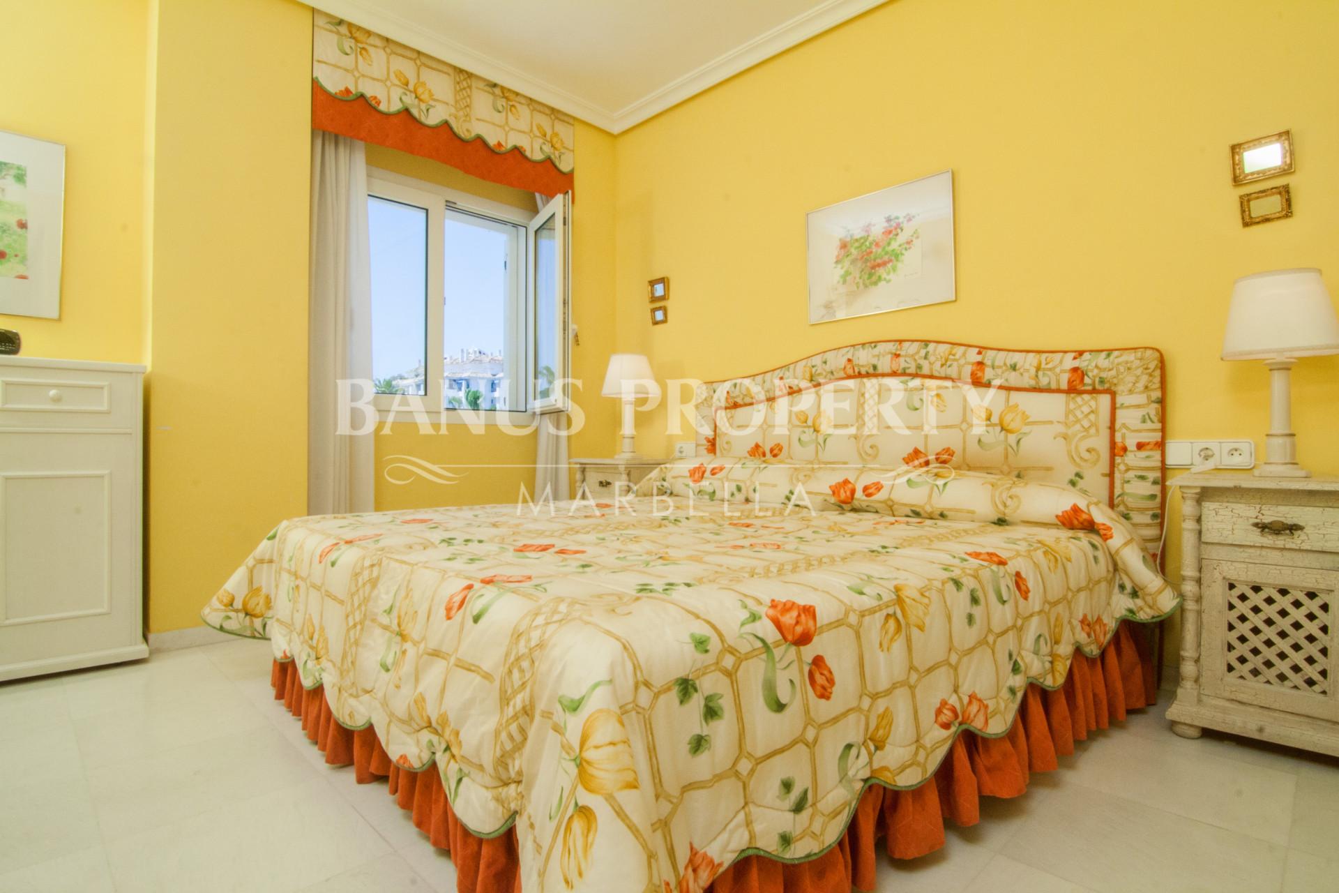 Two-bedroom first floor apartment for sale in Las Gaviotas, Puerto Banus
