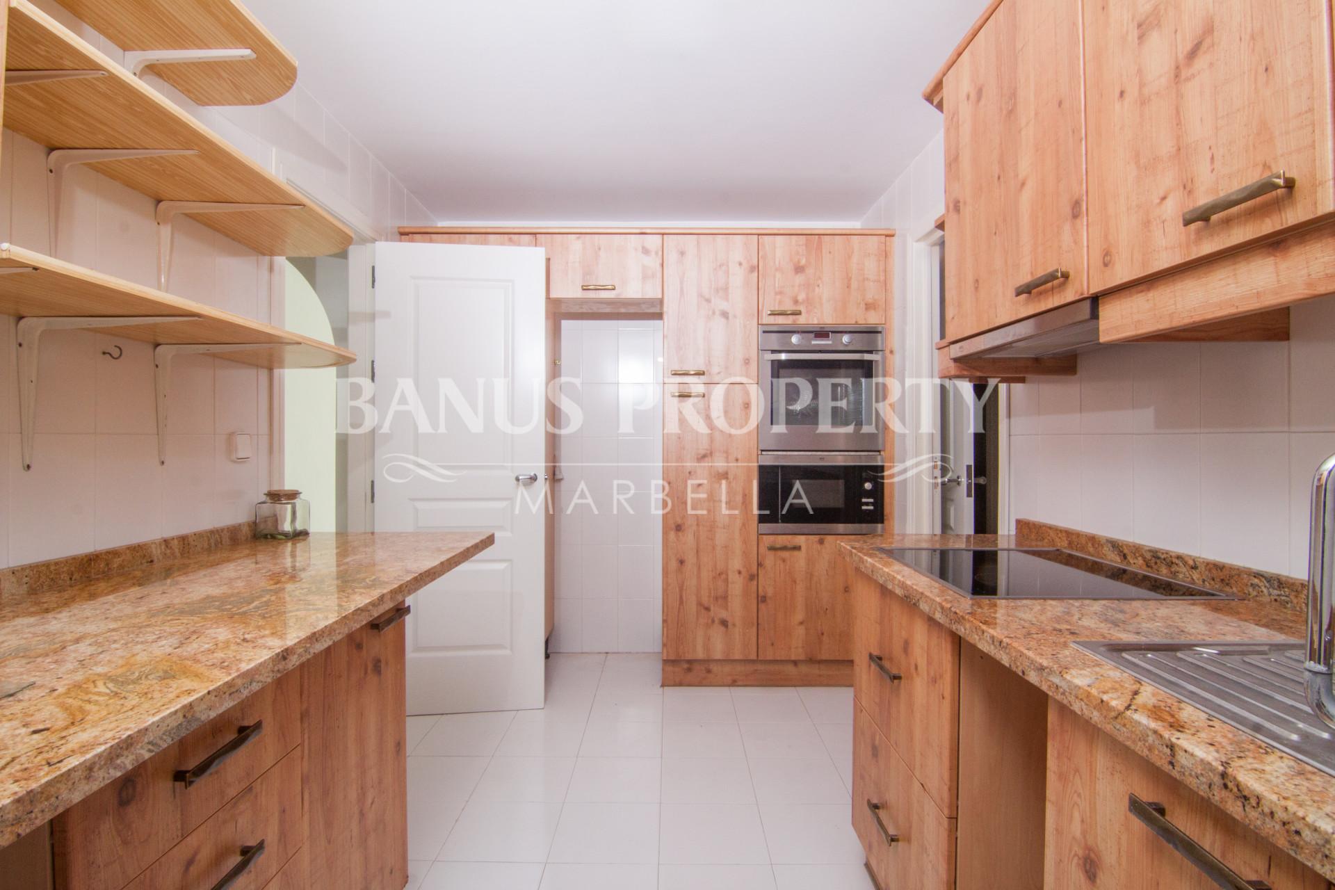 Three-bedroom third floor apartment for sale in Edificio Malaga, Puerto Banús