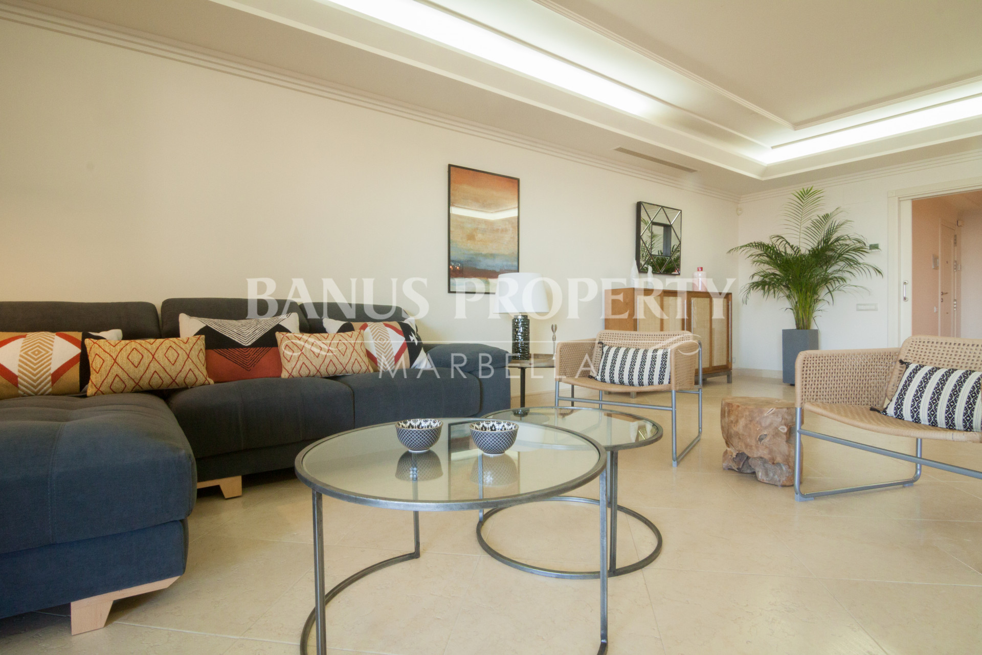 Modern three-bedroom beachfront apartment for rent in Los Granados del Mar.
