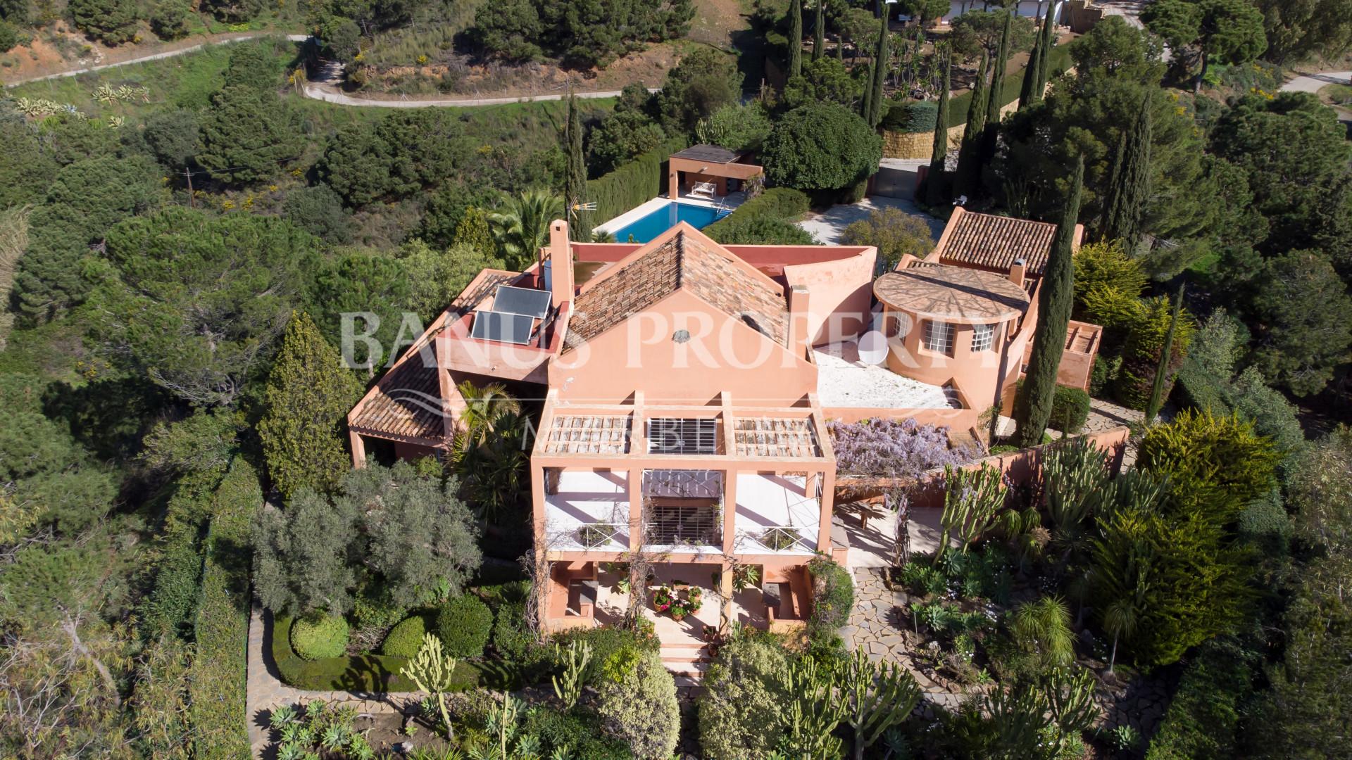Idyllic 4-Bedroom Country House with Impressive sea Views