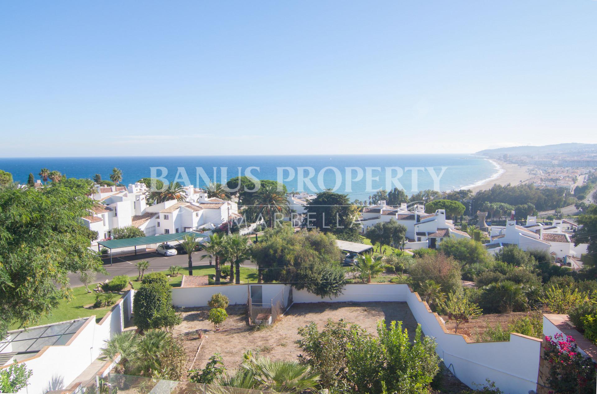 Four bedroom south-facing villa with unbroken sea views for sale