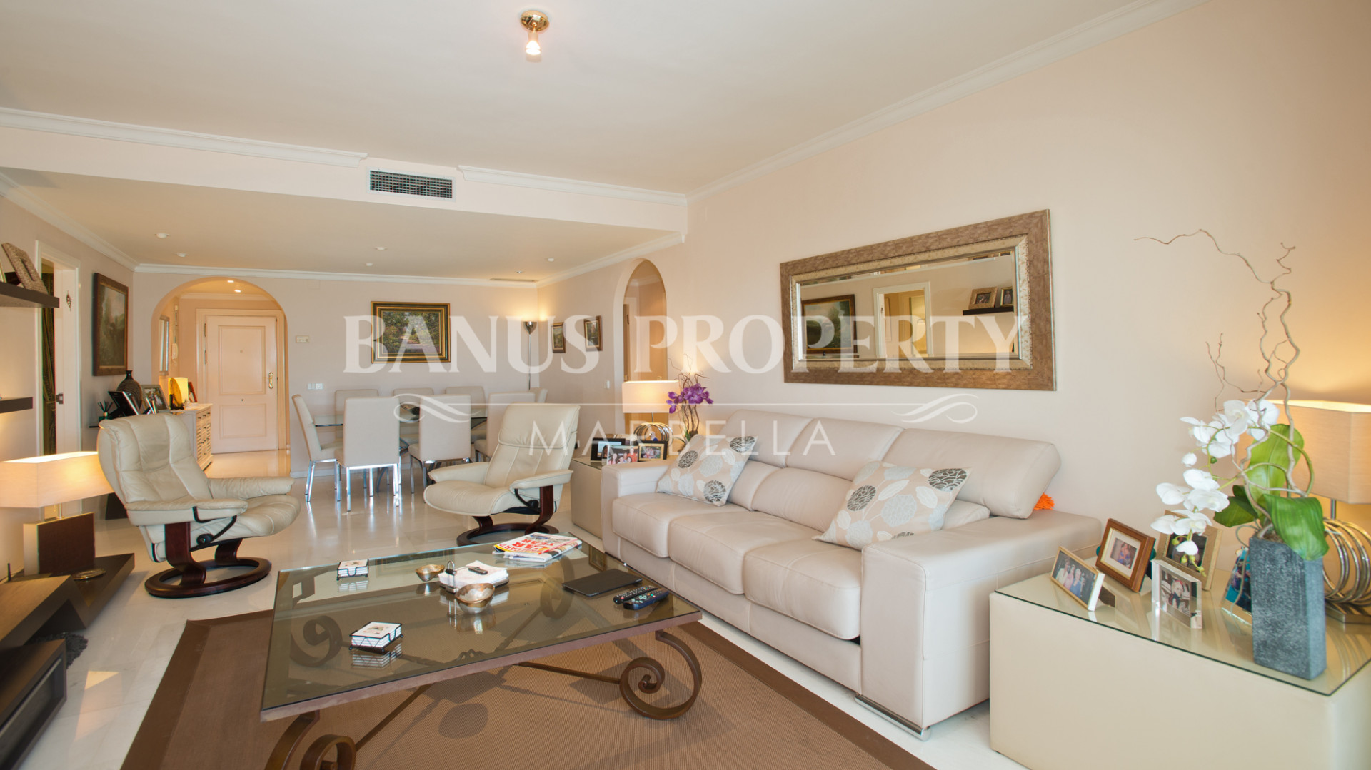 3 bedroom luxury apartment for sale in Las Gaviotas, Puerto Banus