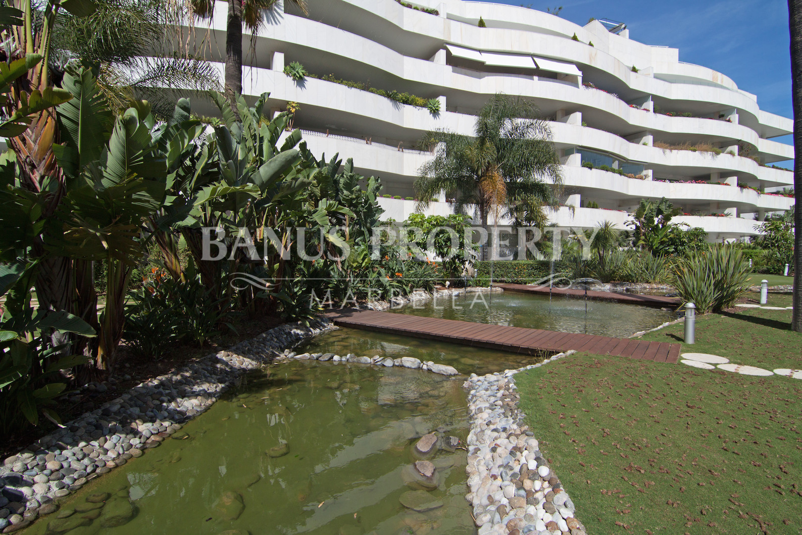 Modern 2 bedroom 3rd floor apartment for sale in El Embrujo Banus