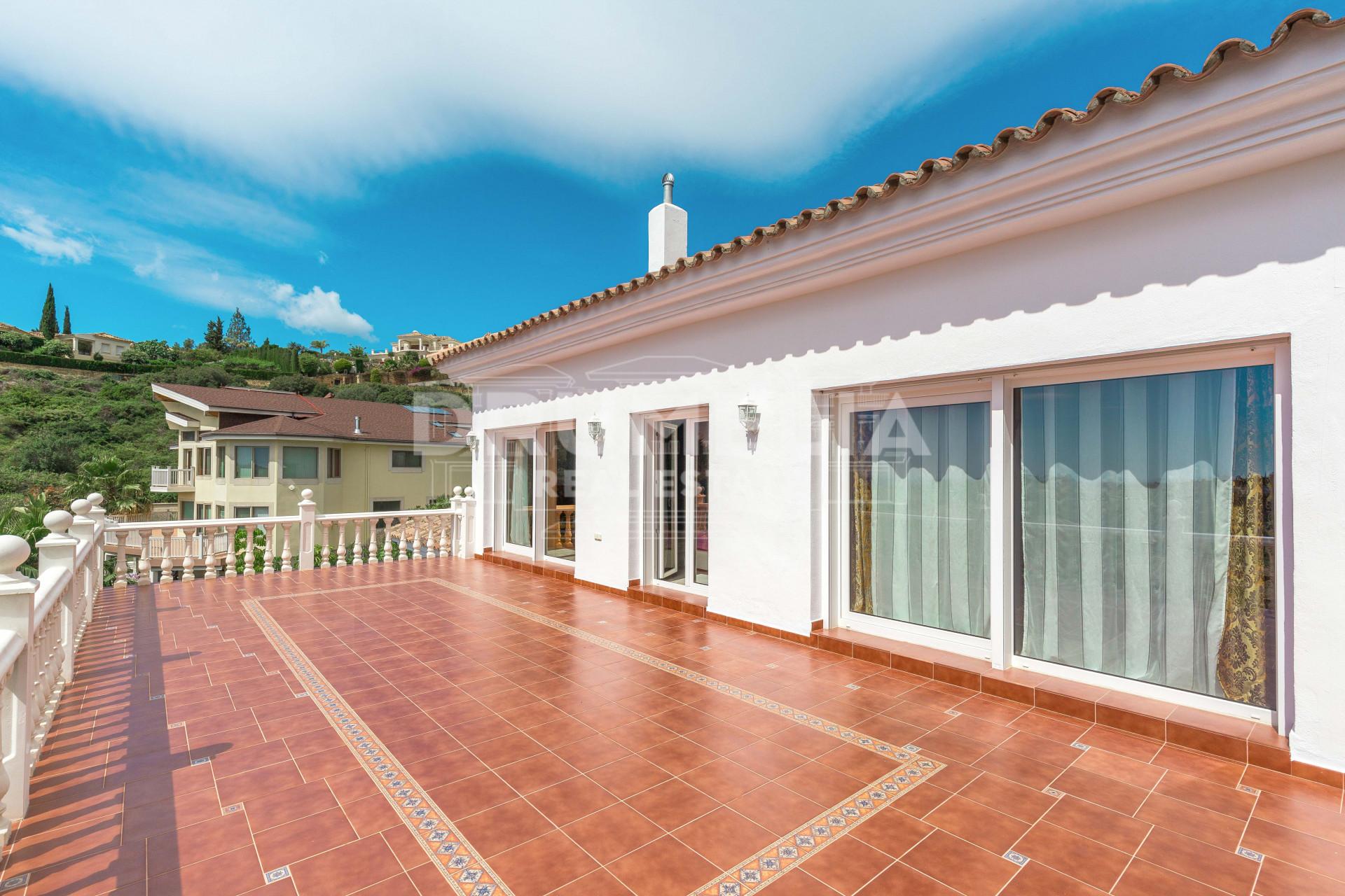 Attractive villa in el paraiso estepona for Villas otoch paraiso