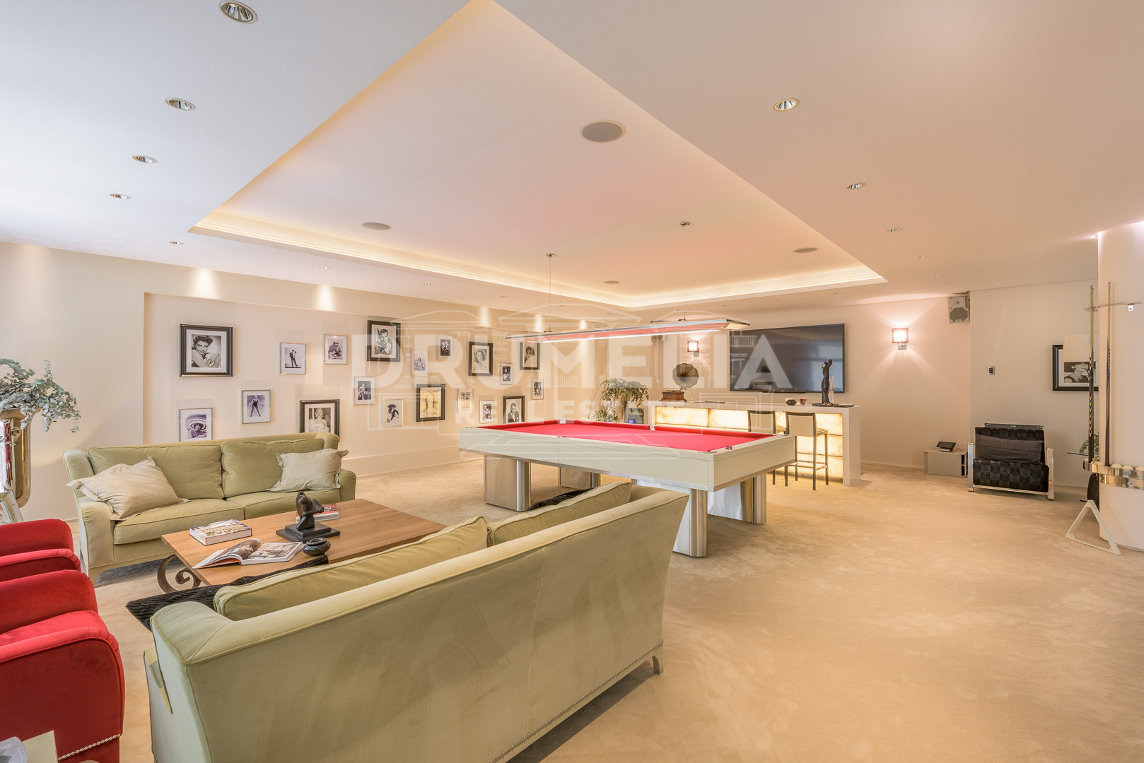 sierra blanca mature personals This is certainly an impressive villa in the elegant and prestigious residential area at the foot of the iconic mountain of la concha in la quinta de sierra blanca, just a short drive from marbella centre, puerto banus and the beach on the golden mile.