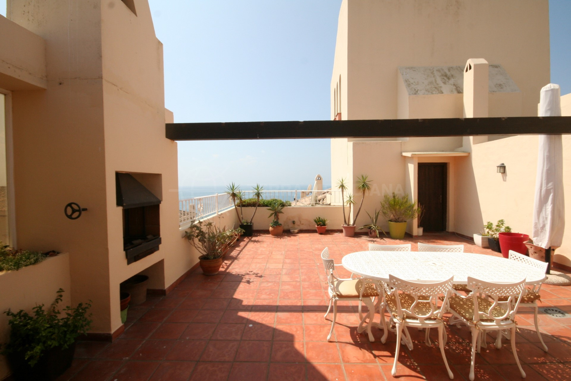 Duplex penthouse for sale in the front line beach complex for Kitchen room estepona
