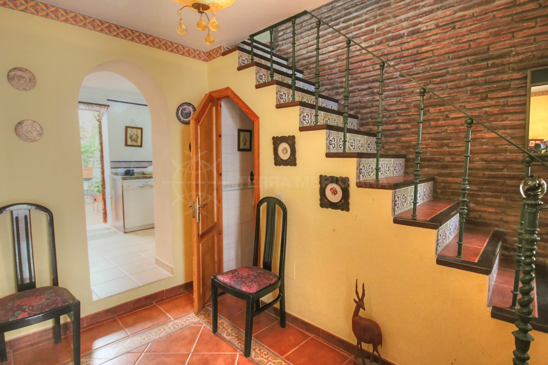 Town house for sale in move in condition estepona old for Kitchen room estepona
