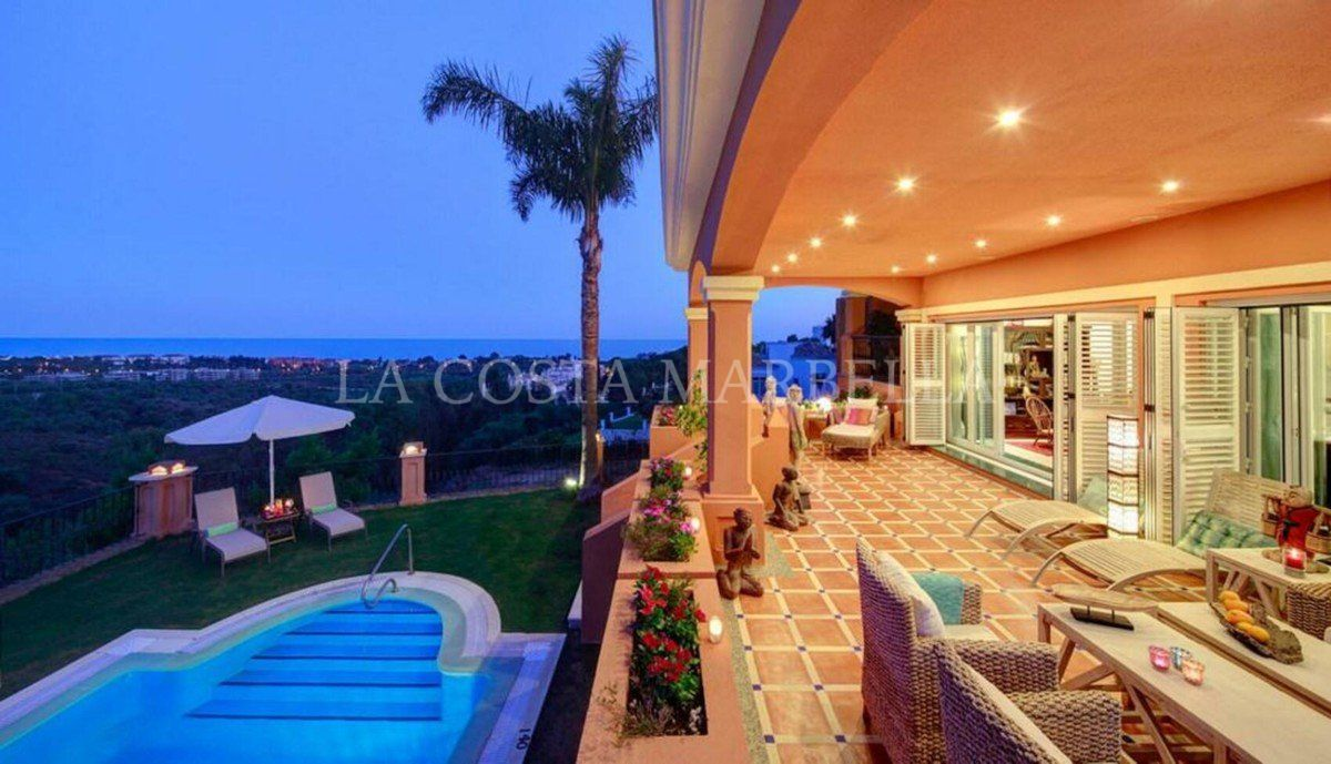 Villa for sale in Rio Real, Marbella East